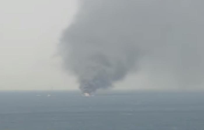 Βυθίστηκε το σκάφος που τυλίχτηκε στις φλόγες στον Άλιμο - εικόνα 2
