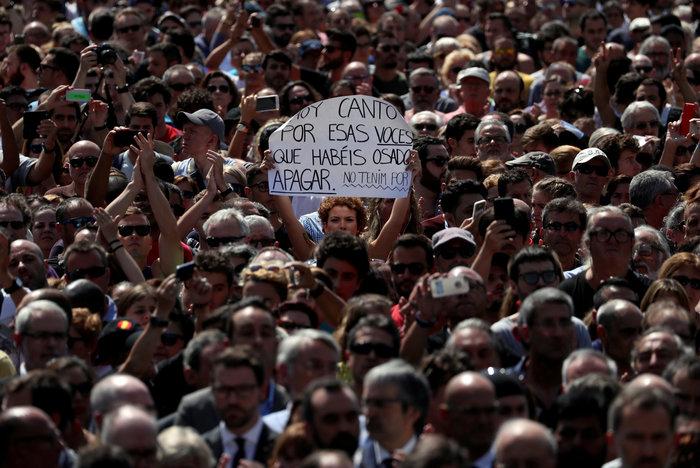 Μεγαλειώδης συγκέντρωση κατά της τρομοκρατίας στη Βαρκελώνη
