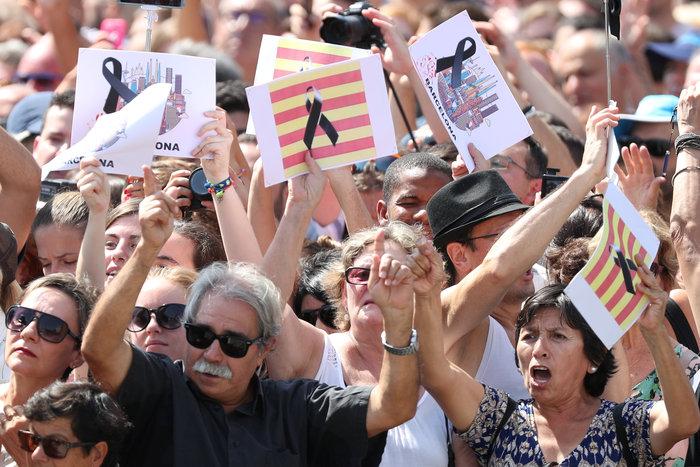Μεγαλειώδης συγκέντρωση κατά της τρομοκρατίας στη Βαρκελώνη - εικόνα 4
