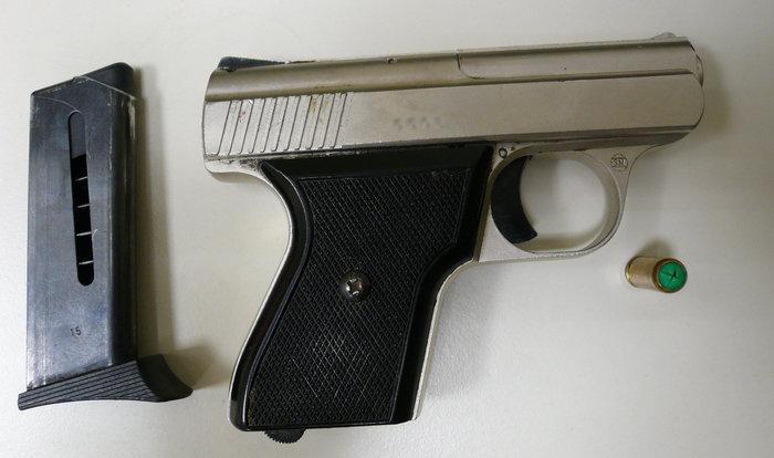Όπλα και χατζάρες είχε ο επιχειρηματίας που πυροβόλησε εφοριακούς - εικόνα 5
