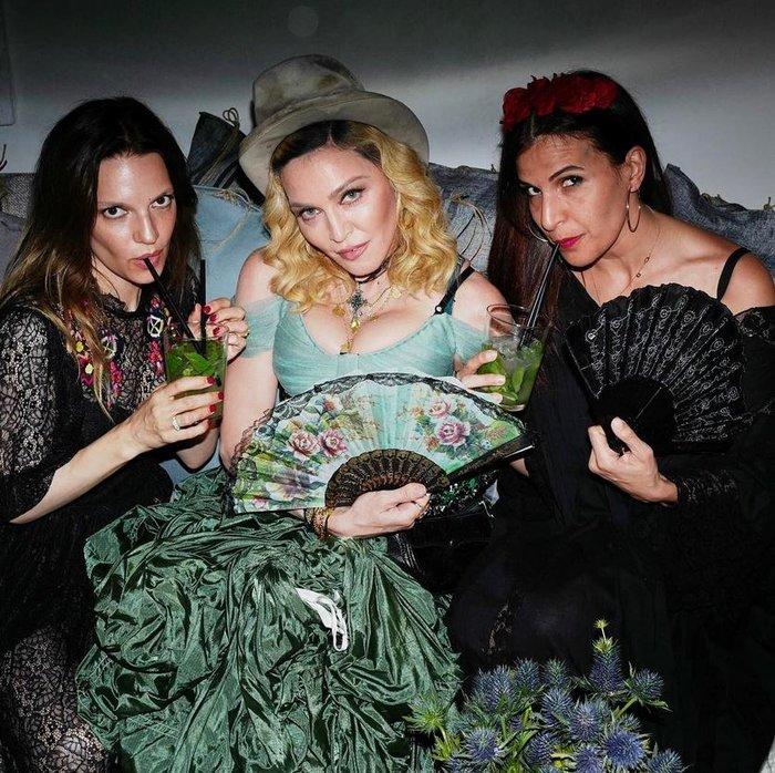 Η Μαντόνα έκλεισε τα 59 σε ένα μεγαλειώδες τσιγγάνικο πάρτι στην Ιταλία - εικόνα 3