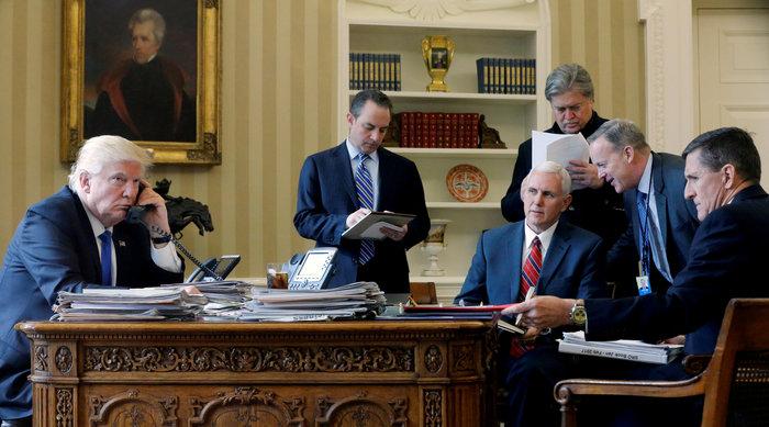 Πόσοι από τους συνεργάτες του Τραμπ στην εικόνα είναι ακόμη στο Λ. Οίκο;