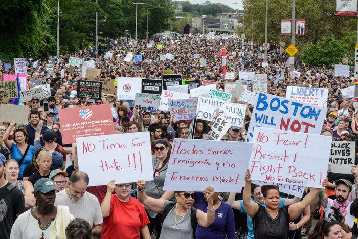 Χιλιάδες διαδηλωτές κατά του ρατσισμού στους δρόμους της Βοστώνης