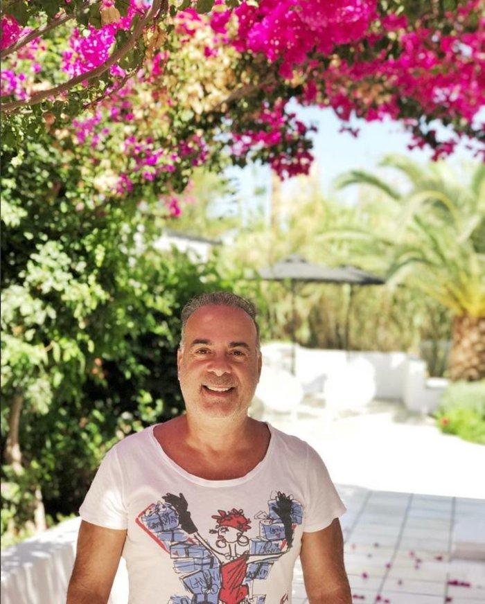 Ο Σεργουλόπουλος με διάσημη ηθοποιό του Χόλιγουντ στην Αντίπαρο [Φωτο]