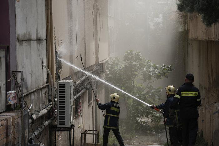 Φωτιά σε νυχτερινό κέντρο της λεωφόρου Συγγρού - εικόνα 2