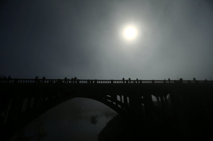Οι πρώτες εικόνες από την ηλιακή έκλειψη στις 14 πολιτείες των ΗΠΑ - εικόνα 8