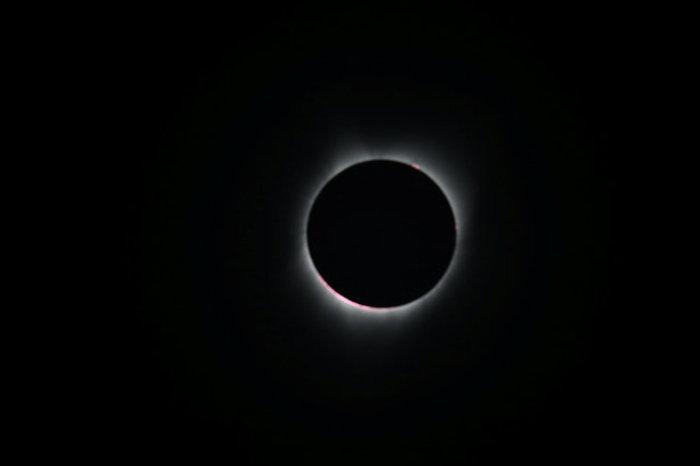 Οι πρώτες εικόνες από την ηλιακή έκλειψη στις 14 πολιτείες των ΗΠΑ - εικόνα 10