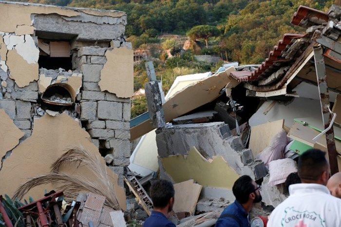 Το θαύμα της Ίσκια: Πώς σώθηκαν 3 μικρά αδέρφια από τα ερείπια - εικόνα 9