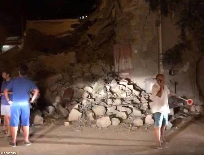 Σεισμός 4 Ρίχτερ στην Ιταλία με 2 νεκρούς και 39 τραυματίες - εικόνα 12