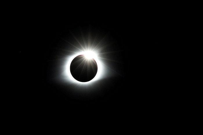 Μαγικές εικόνες του Reuters από την έκλειψη ηλίου στις ΗΠΑ - εικόνα 3