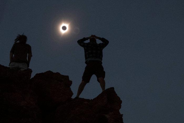 Μαγικές εικόνες του Reuters από την έκλειψη ηλίου στις ΗΠΑ - εικόνα 7