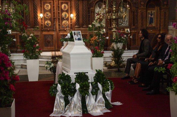 Κηδεία Ζωής Λάσκαρη: Το τελευταίο χειροκρότημα στην αγαπημένη ηθοποιό - εικόνα 19