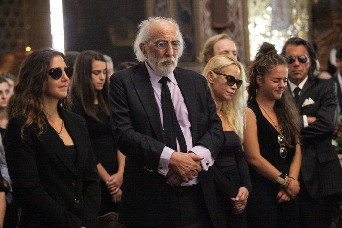 Κηδεία Ζωής Λάσκαρη: Το τελευταίο χειροκρότημα στην αγαπημένη ηθοποιό - εικόνα 6