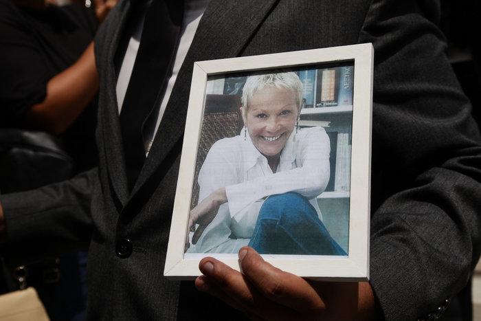 Κηδεία Ζωής Λάσκαρη: Το τελευταίο χειροκρότημα στην αγαπημένη ηθοποιό - εικόνα 47