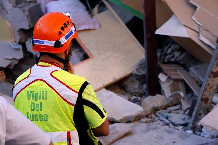 Το θαύμα της Ίσκια: Πώς σώθηκαν 3 μικρά αδέρφια από τα ερείπια - εικόνα 5