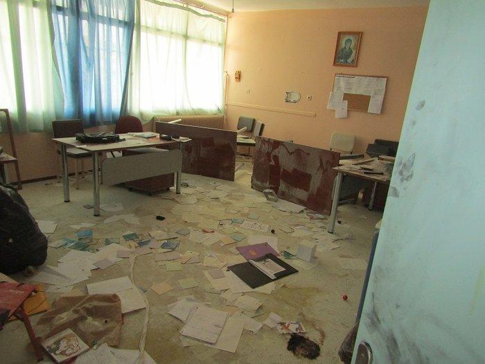 Εσπασαν και έκλεψαν σχολείο που πάνε Ρομά στο Αγρίνιο (φωτό) - εικόνα 5