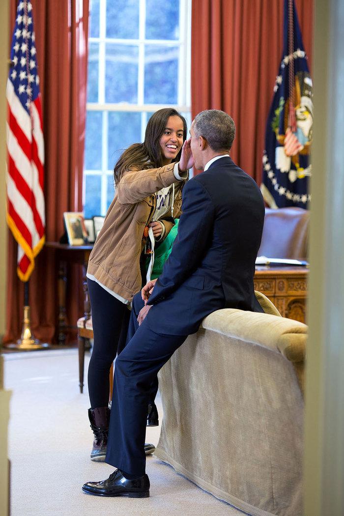 Η Μάλια πήγε στο Χάρβαρντ: Τα δάκρυα των Ομπάμα στη μετακόμιση [Εικόνες]