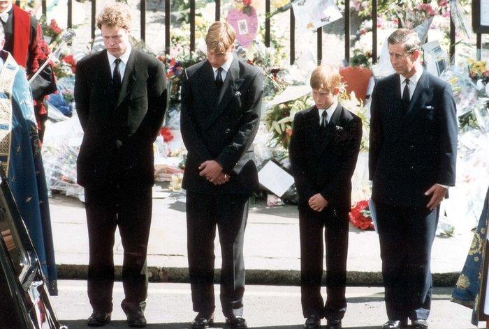 Συγκινεί ο πρίγκιπας Χάρι: Η στιγμή που μάθαμε ότι η μητέρα μας ήταν νεκρή - εικόνα 5