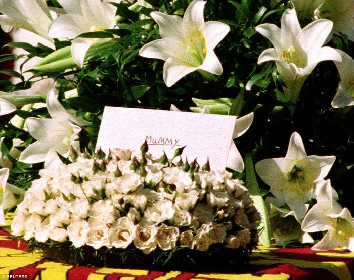 Συγκινεί ο πρίγκιπας Χάρι: Η στιγμή που μάθαμε ότι η μητέρα μας ήταν νεκρή - εικόνα 6