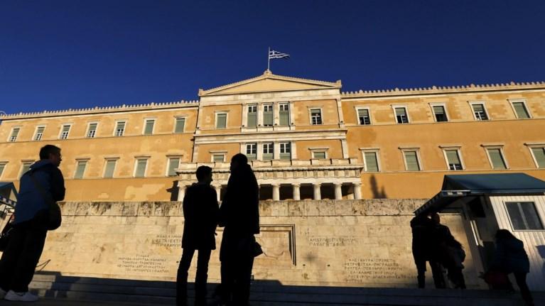 ekthesi-tis-eurobank-giati-i-xwra-paremeine-8-xronia-sta-mnimonia