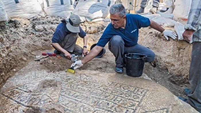 Βρήκαν άθικτη ελληνική επιγραφή 1.500 ετών στην Ιερουσαλήμ