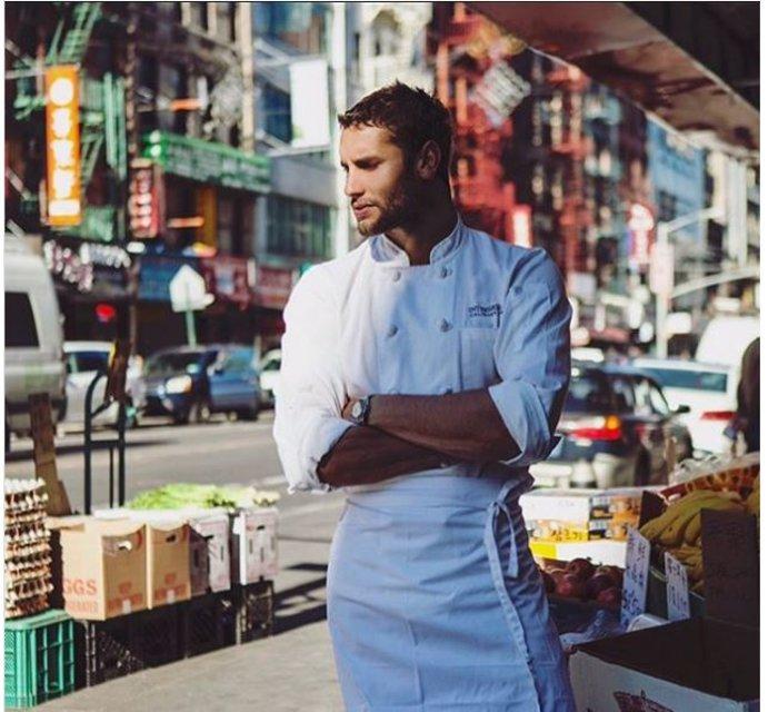 Αυτός είναι ο πιο σέξι σεφ του κόσμου-Μαγειρεύει για τη Vogue - εικόνα 3