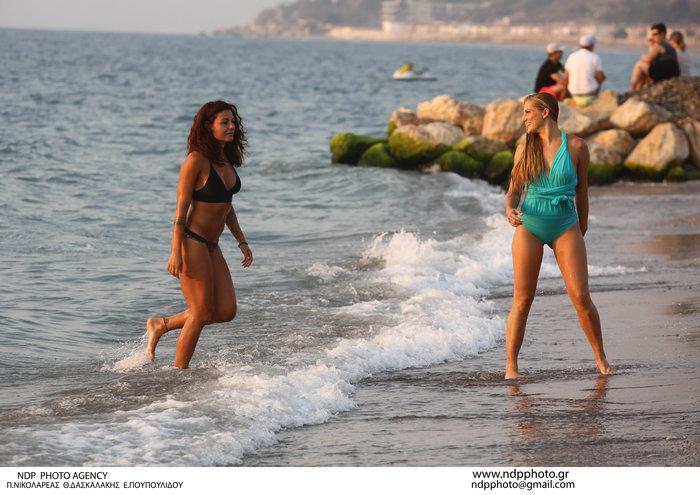 Τα κορίτσια του Survivor στον ήλιο: Κολιδά και Εσκενάζυ παίζουν στην άμμο - εικόνα 4