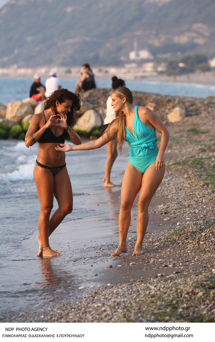 Τα κορίτσια του Survivor στον ήλιο: Κολιδά και Εσκενάζυ παίζουν στην άμμο - εικόνα 5