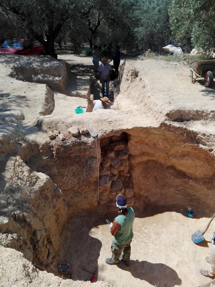 Βρέθηκαν νέοι θολωτοί τάφοι στο μυκηναϊκό νεκροταφείο Αηδονιών