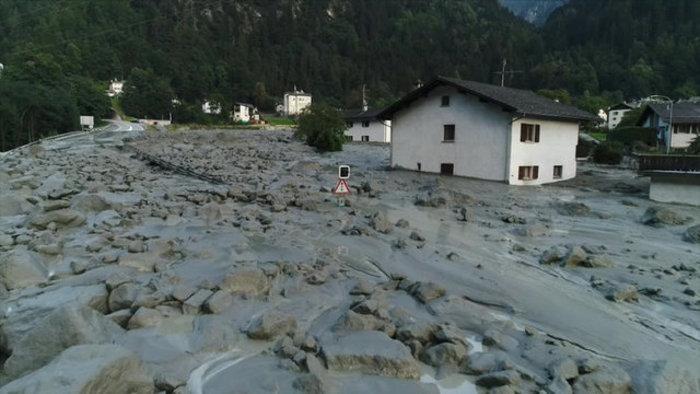 Συγκλονιστικές φωτογραφίες από τις κατολισθήσεις στις Αλπεις