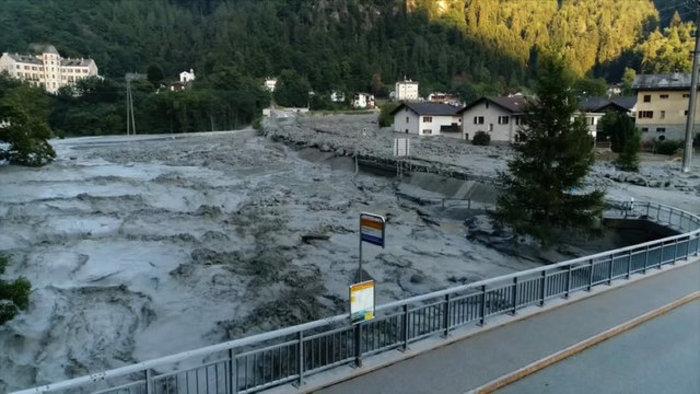 Συγκλονιστικές φωτογραφίες από τις κατολισθήσεις στις Αλπεις - εικόνα 3