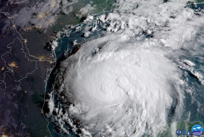 'Ετοιμη να «σαρώσει» τις ΗΠΑ η καταιγίδα Χάρβεϊ, εκκενώνονται πόλεις