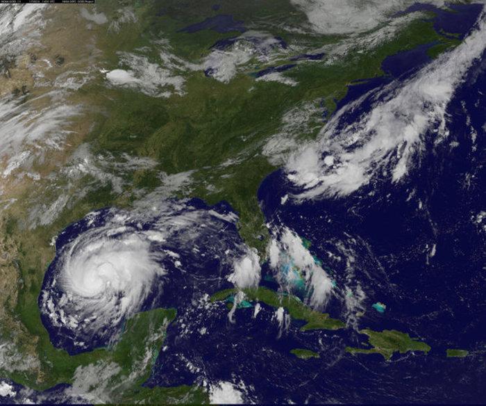 'Ετοιμη να «σαρώσει» τις ΗΠΑ η καταιγίδα Χάρβεϊ, εκκενώνονται πόλεις - εικόνα 2