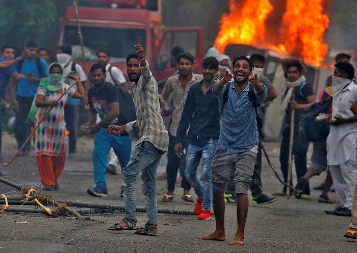 Ινδία: 32 νεκροί απο ταραχές με αφορμή τον βιασμό 2 γυναικών -βίντεο - εικόνα 2