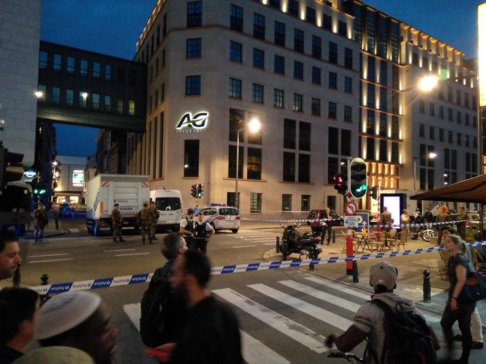 Άνδρας επιτέθηκε με ματσέτα σε δύο στρατιώτες στις Βρυξέλλες