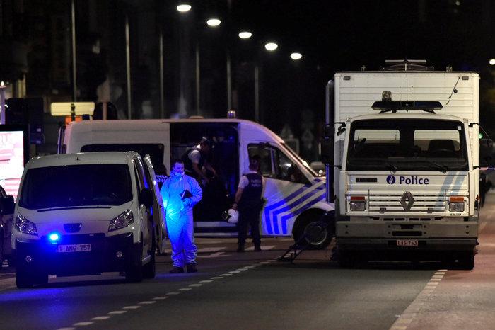 Άνδρας επιτέθηκε με ματσέτα σε δύο στρατιώτες στις Βρυξέλλες - εικόνα 3