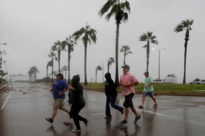 Τα χειρότερα πέρασαν: Αισθητή εξασθένηση του τυφώνα Χάρβεϊ - εικόνα 3