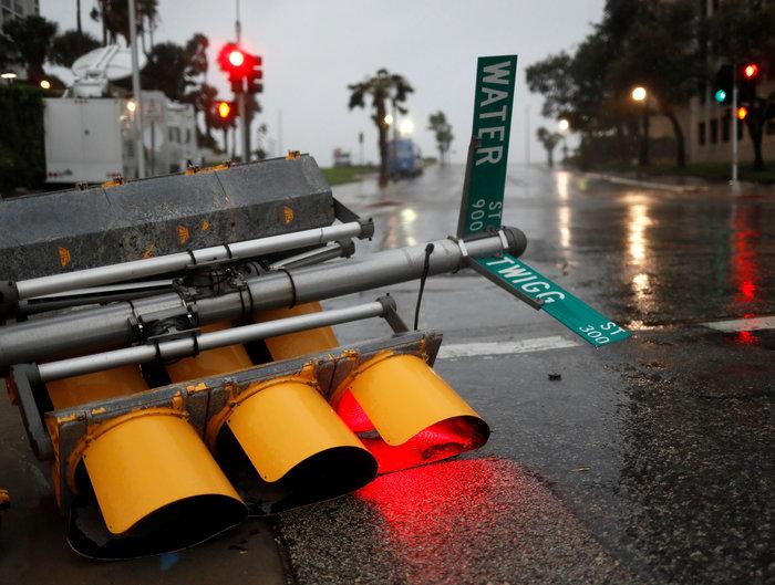 Τα χειρότερα πέρασαν: Αισθητή εξασθένηση του τυφώνα Χάρβεϊ - εικόνα 4