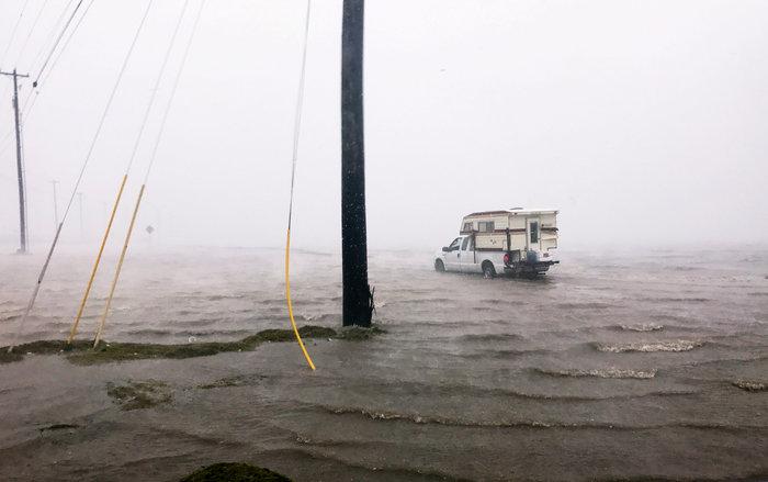 Τα χειρότερα πέρασαν: Αισθητή εξασθένηση του τυφώνα Χάρβεϊ - εικόνα 5