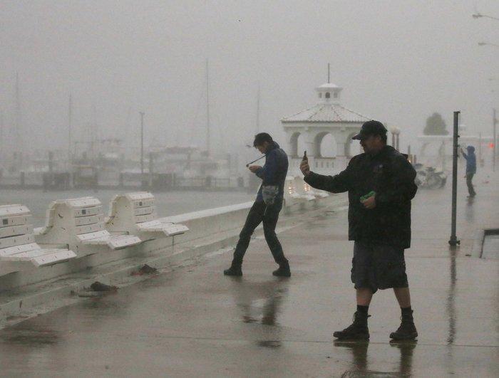 Τα χειρότερα πέρασαν: Αισθητή εξασθένηση του τυφώνα Χάρβεϊ - εικόνα 6