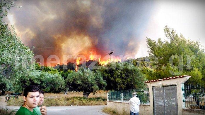 Στιγμές κόλασης στο χωριό Αναφωνήτρια - Η φωτιά πλησιάζει στις Μαριές - εικόνα 4