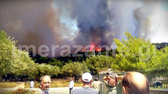 Στιγμές κόλασης στο χωριό Αναφωνήτρια - Η φωτιά πλησιάζει στις Μαριές - εικόνα 5