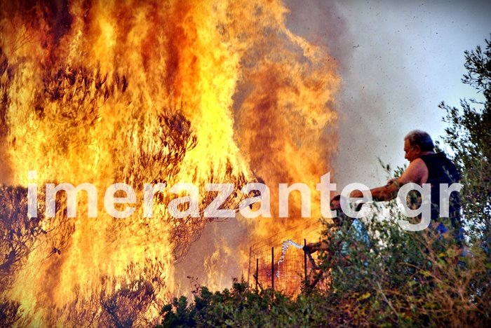 Στιγμές κόλασης στο χωριό Αναφωνήτρια - Η φωτιά πλησιάζει στις Μαριές