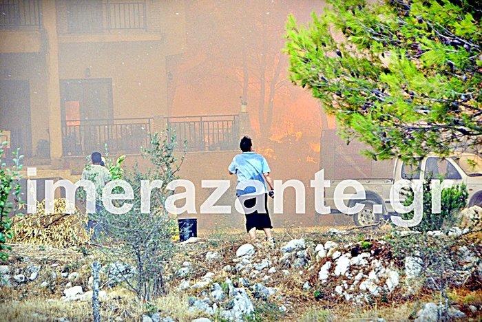 Στιγμές κόλασης στο χωριό Αναφωνήτρια - Η φωτιά πλησιάζει στις Μαριές - εικόνα 2
