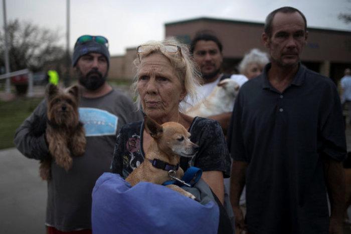 Ο Χάρβεϊ απειλεί με «καταστροφικές» πλημμύρες-Δύο νεκροί