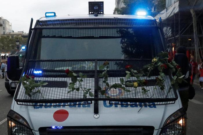 Mαζική πορεία ενότητας κατά της τρομοκρατίας στη Βαρκελώνη (φωτό) - εικόνα 5