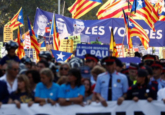 Mαζική πορεία ενότητας κατά της τρομοκρατίας στη Βαρκελώνη (φωτό) - εικόνα 6