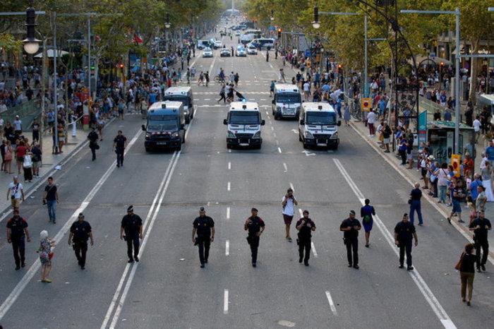Mαζική πορεία ενότητας κατά της τρομοκρατίας στη Βαρκελώνη (φωτό) - εικόνα 7