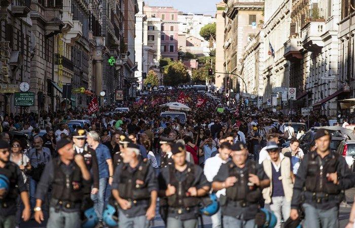 Τους έδιωξαν με... μάνικες επέστρεψαν με 5 χιλ. υποστηρικτές! - εικόνα 3