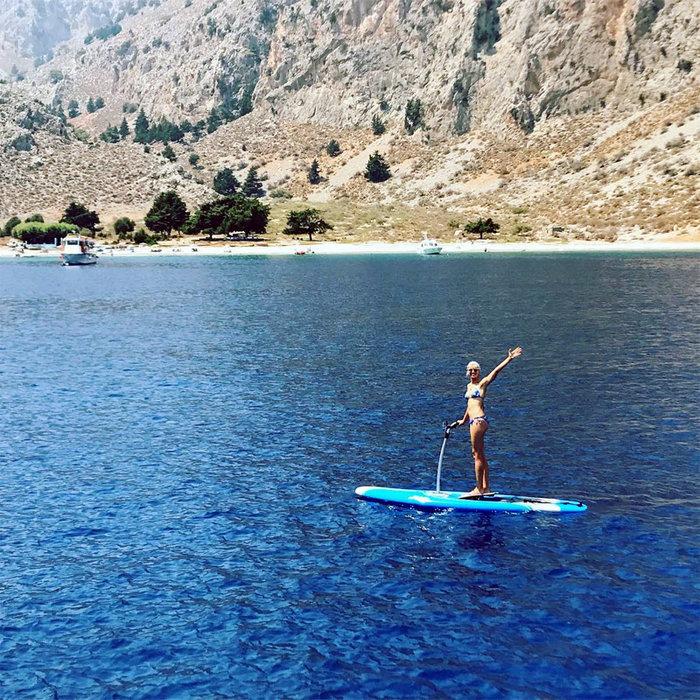Οι μαγικές διακοπές της Κούρκοβα στην Ελλάδα καρέ καρέ σto Instagram